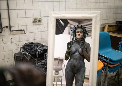 MEDUSA by STEMUTZ - Making-Of - Nina Burri backstage